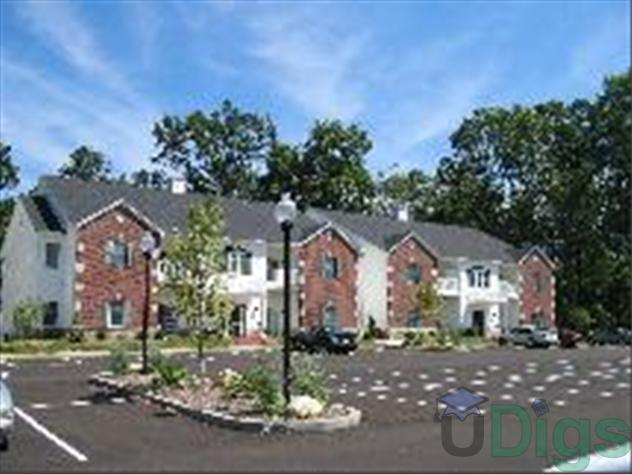 Forest Ridge Apartments At 700 S Basswood Drive In Bloomington In 1 Bedroom Apartment For